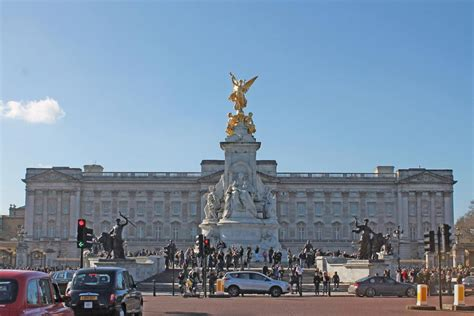 Things to do in Trafalgar Square with Curious About