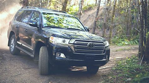 Toyota Land Cruiser 2019 - V8 and 7 and 8 Seater SUV - YouTube